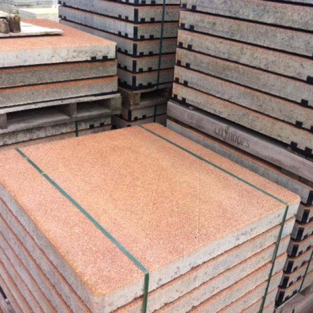 Betonplaten met kleur en slijtvaste deklaag