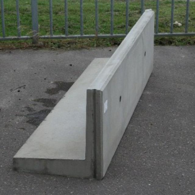 Keerwand :Hoog 50 cm  Lang 400 cm  Voet 50 cm
