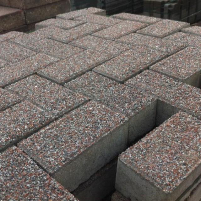 Keiformaat graniet grijs rood